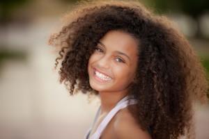 Afrikaans meisje met witte tanden