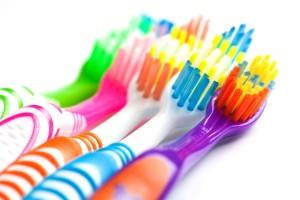 www.mijnglimlach.be/hoe hou ik mijn tandenborstel schoon